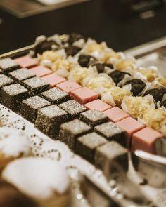 Süße Verführung am Morgen. Krispie Treats, Rice Krispies, Kaiser, Desserts, Food, Acre, Tailgate Desserts, Deserts, Eten