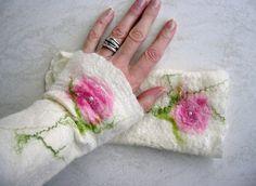 Armstulpen - Filzstulpen Stulpen aus Filz * Frühling* - ein Designerstück von Maoma-Kreativdesign bei DaWanda, 28,90