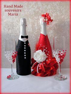 Wine Bottle Design, Wine Bottle Art, Wine Bottle Crafts, Bride And Groom Glasses, Wedding Glasses, Diy Wine Glasses, Recycled Wine Bottles, Wine Bottle Covers, Wedding Bottles