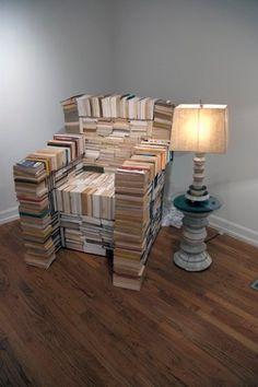 Leesstoel van afgeschreven boeken. http://www.jamesthurman.com/James_Thurman/Furniture.html