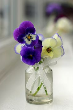 pansies - love the simplicity of this bouquet