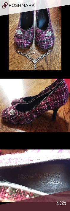 Pink and Black Heels Pink and black heels. Not terribly tall so they are easier to walk in. They look really great in a business setting as well as other places. Size 9 by Sbicca tags: classy heels pink black sparkly bling short heels work shoes party Sbicca Shoes Heels