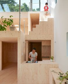 reslope-house-tomohiro-hata-kobe-japan-designboom-02  작은 집 다채로운 공간구성
