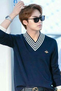 rich looking king Mingyu Seventeen, Seventeen Debut, Carat Seventeen, Woozi, Jeonghan, Kim Min Gyu, Korean Fashion Men, Seventeen Wallpapers, Falling In Love With Him