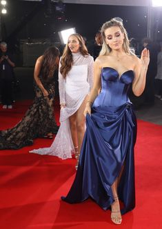 Perrie is like bye bitcheeez We are the winners tonight Perrie Edwards Style, Little Mix Perrie Edwards, Bridesmaid Dresses, Prom Dresses, Formal Dresses, Wedding Dresses, Litte Mix, Jesy Nelson, Instagram Influencer