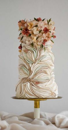 Be inspired by these pretty wedding cakes! We are having a major swoonnsesh over these gorgeous wedding cakes. These latest wedding cakes are the. cakes unique These Wedding Cakes Are Incredibly Stunning Elegant Birthday Cakes, Pretty Wedding Cakes, Amazing Wedding Cakes, Wedding Cakes With Cupcakes, Elegant Wedding Cakes, Elegant Cakes, Pretty Cakes, Beautiful Cakes, Rustic Wedding