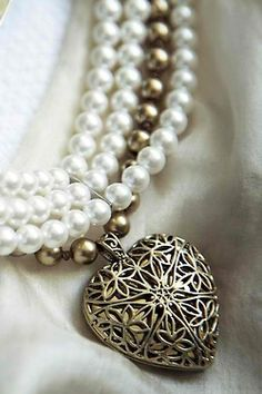 Heart Pendent with Pearls ~ Ana Rosa