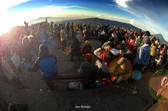 atmosphere at Mount Bromo is very crowded the visitors.