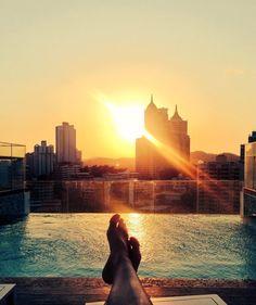 Sonnenuntergang über den Dächern von Panama City  Mehr auf Snapchat: LittleCITYch   #littlecityinpanama #panama #sunsetlovers #neverstopexploring #wanderlust #panamacity #sunset