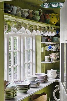 Cottage anglais, bord de la fenêtre                                                                                                                                                     Plus