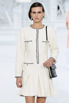 Fashion Week Paris, Kpop Fashion Outfits, Fashion Show, Womens Fashion, Kpop Mode, Long Sleeve Tops, Bell Sleeve Top, Chanel Spring, Oversized Cardigan