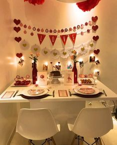 Romantic Room Decoration, Cute Room Decor, Romantic Dinner Tables, Romantic Dinners, Valentine Decorations, Birthday Decorations, Ideas Aniversario, Gift Wrapping Techniques, Cute Boyfriend Gifts