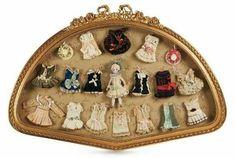 Olhem só que sonho: jogo de boneca com diversos vestidos e chapéus. Francês, de 1882.