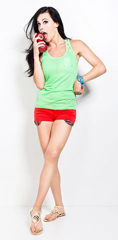 Shirt: http://www.def-shop.com/urban-surface-top-dulce-neon-green.html?wt=pntrst   Shorts: http://www.def-shop.com/stitch-soul-5-pocket-hot-pants-middle-red.html?wt=pntrst  Uhr: http://www.def-shop.com/madison-ny-candy-time-watch-light-blue.html?wt=pntrst Sandalen: http://www.def-shop.com/jumex-summer-sandals-beige-101720.html?wt=pntrst