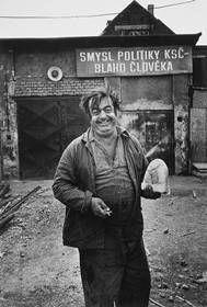 Viktor Kolář, ze souboru Ostrava, 1981 Helmut Newton, Socialism, Nostalgia, Memories, Statue, Humor, Retro, Fun, Praha