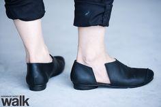 Black mevoa low shoes. $215.00, via Etsy.