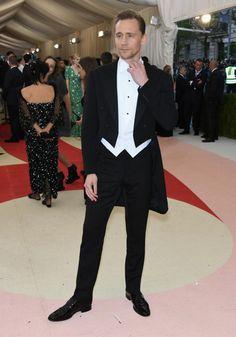 El actor Tom Hiddleston fue uno de los más elegantes de la Gala Met. ¡Guapísimo!