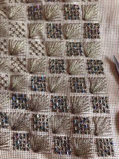 Αποτέλεσμα εικόνας για κεντηματα με χαντρες pinterest Sashiko Embroidery, Beaded Embroidery, Cross Stitch Embroidery, Embroidery Patterns, Hand Embroidery, Needlepoint Stitches, Needlework, Bargello Patterns, Swedish Weaving
