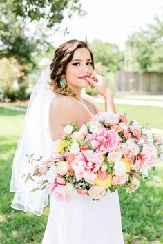 The Red Experience specializes in floral design and event production and decor in Houston, Texas. European Style, European Fashion, Spray Roses, Wedding Flowers, Wedding Dresses, Real Flowers, Event Design, Service Design, Peonies