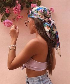 The Ultimate Guide to Hair Scarves | HOWTOWEAR Fashion Hair Scarf Styles, Hot Hair Styles, Curly Hair Styles, Basic Hairstyles, Summer Hairstyles, Beach Hairstyles For Long Hair, Hairband Hairstyle, Bandana Hairstyles, Skater Girl Style
