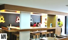 Barra de comer para:  Teiki, Restaurante de fusión Asiática, Japonés, Polanco , CDMX. El diseño de interiores, el criterio de los materiales, iluminación así como la restauración arquitectónica del espacio estuvo a cargo de @Vertical Arquitectura liderado por el Arquitecto David Pérez Ortega
