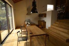 ソファと並ぶLDKの顔といえばダイニングテーブルではないでしょうか。インテリアとして重要なのはもちろんですが、… Ldk, Conference Room, Table, Furniture, Home Decor, Decoration Home, Room Decor, Tables, Home Furnishings