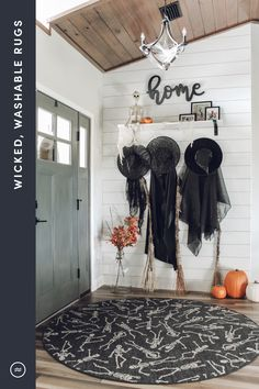 Halloween Entryway, Halloween Living Room, Halloween Fireplace, Halloween Bedroom, Halloween Home Decor, Outdoor Halloween, Diy Halloween Decorations, Fall Home Decor, Holidays Halloween