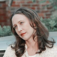 Lorraine Warren, Vera Farmiga, The Conjuring, Pisa, Tv Shows, Middle, Angel, Flower, Movies