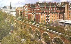 A PARIS - Une balade à pied dans Paris, photos, itinéraires touristiques avec commentaires historiques. Liens vers des hotels et le site off...