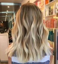 33 beautiful photo ideas for balayage 33 schöne Fotoideen für Balayage Haare Find the best ideas for your balayage and ombre hair with highlights. Blonde Hair Looks, Brown Blonde Hair, Hair Color And Cut, Ombre Hair Color, Hair Colors, Ombre Hair With Highlights, Choppy Bob Hairstyles, Fall Hairstyles, Blonde Hairstyles