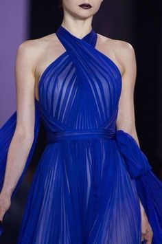 Detailed photos of Ralph & Russo Haute Couture Fall 2014 Elegant Dresses, Pretty Dresses, Blue Dresses, Couture Fashion, Runway Fashion, High Fashion, Beautiful Gowns, Beautiful Outfits, Pantone