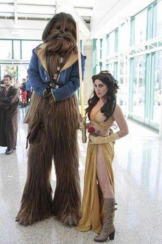 Disney Cosplay Star Wars/Beauty and the Beast cross cosplay - More memes, funny videos and pics on Star Wars Logos, Star Wars Episoden, Star Wars Party, Disney Cosplay, Couples Cosplay, Nerdy Couples Costumes, Disney Couple Costumes, Anime Cosplay, Cosplay Girls
