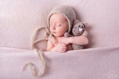 Mały śpioszek 😍 #fotografnoworodkowyłódź #fotografnoworodekłódź #fotografianoworodkowałódź #sesjanoworodekłódź #sesjanoworodkowałódź #śpioszek #noworodek #bornin2017 #newbornphotographyłódź #newbornphotołódź #boy #dzidziuś #newborn #fotograficznemarzenia Zapraszam do rezerwacji terminów 🤗  http://fotograficznemarzenia.pl