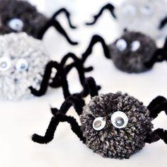 Boo! Halloween wird von mir eher geduldet, als gefeiert. Ich bin ein St. Martin Kind. Die Kids wollten aber gerne ein bisschen Halloween Deko basteln... da hab ich nicht nein gesagt. Was wir so gebastelt haben (Pompom Spinnen, Dosengespenster & Toilettenpapierrollen-Mumien) hab ich neulich auf dem Blog gezeigt! #halloween #pompomspinnen #diy #halloweendeko #blogpost #waseigenesblog