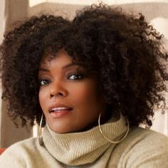 Yvette Nicole Brown from NBC's show Community. She has always been a beauty, but since the weight loss she's almost unrecognizable. Yvette Nicole Brown, Always A Bridesmaid, Natural Hair Inspiration, African American Women, Free Hair, Fashion Story, Purple Hair, Beautiful Black Women, Wavy Hair