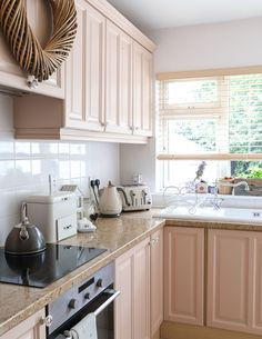 Kitchen Cabinets And Cupboards, Pink Cabinets, Kitchen Cabinet Colors, Painting Kitchen Cabinets, Kitchen Sets, Kitchen Paint, Kitchen Colors, Kitchen Layout, Kitchen Interior