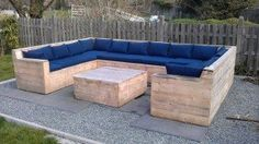 Garden sofa and coffee table made from pallets!