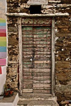 old doors and windows Old Doors, Front Doors, All About Doors, Extravagant Homes, Shutter Designs, Opportunity Knocks, Door Gate, Unique Doors, Door Opener