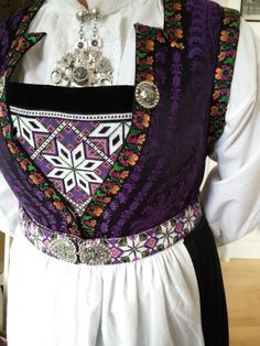 how to make Hardanger bunad Folk Costume, Costumes, Norway Viking, Viking Series, Scandinavian Fashion, Thinking Day, My Heritage, Traditional Dresses, Textile Design