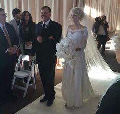 Jenna looks stunning at her wedding #tylerandjennajoseph