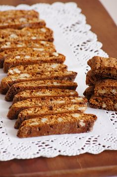 Piernikowe biscotti z orzechami - Thermomix Przepisy Molasses Cookies, Biscotti, Cookie Recipes, Banana Bread, Food And Drink, Favorite Recipes, Sweets, Lunch, Cooking