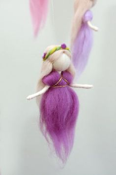 Waldorf Ispired needle felted mobile: The Pink and Purple Colors Wool Fairies (circle natural wood or wrapped with wool) Home Inspiration waldorf inspired home Wool Dolls, Felt Dolls, Ballerina Ornaments, Felt Angel, Needle Felting Tutorials, Felt Fairy, Needle Felted, Waldorf Dolls, Fairy Dolls