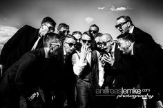 The Magic of the Ring www.hochzeitsfotografie-berlin.org #weddingphotographer #weddingphotography #berlin #hochzeitsfotograf #hochzeitsfotografie #best friends #groom #thering #bräutigam #bw #sw #weddingpictures