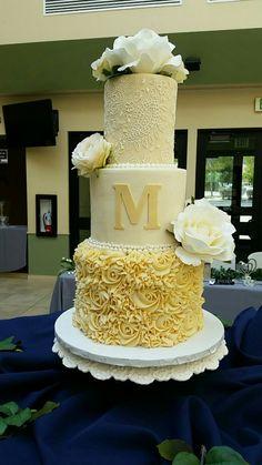 A wedding cake! Wedding Planning, Wedding Ideas, Food Network Recipes, Vanilla Cake, A Food, Cupcake Cakes, Cake Decorating, Wedding Cakes, Bakery