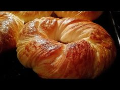 Tek tek bezelemeden, tek tek açmadan tek hamurla AÇMA TARİFİ - YouTube Bagel, Food And Drink, Bread, Hat Patterns, Youtube, Delicious Recipes, Savory Snacks, Meals, Prepping