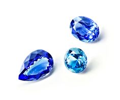Faceted tanzanites – gemstones of exceptional clarity
