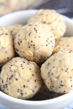 Lemon Poppy Seed Energy Bites -- a super simple recipe with of protein! SO much easier to make than muffins! Lemon Poppy Seed Energy Bites -- a super simple recipe with of protein! SO much easier to make than muffins! Healthy Baking, Healthy Desserts, Healthy Food, Simple Healthy Lunch, Healthy Lemon Recipes, Lean Desserts, Healthy Gluten Free Snacks, Healthy Summer Snacks, Healthy Lasagna