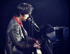 singing '卒業' Yutaka Ozaki