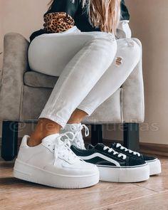 """T I E N D A H U E L L A S en Instagram: """"⭐️Cuál prefieres? Comenta tu favorita⭐️ Las mas vendidas de la semana🔥 Modelo: Est nike (no son nike 🙄) Precio : $23.000 Horma normal, solo…"""" S Pic, Nike, Sneakers, Pictures, Shoes, Instagram, Fashion, Templates, Shoe Tree"""