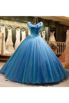 2019 weg von der Schulter Ballkleid Tüll Quinceanera Kleider Sweep Zug 2019 Off The Shoulder Ball Gown Tulle Quinceanera Dresses Sweep Train Blue Ball Gowns, Tulle Ball Gown, Ball Gowns Prom, Tulle Prom Dress, Ball Gown Dresses, Prom Dresses, Evening Dresses, Lace Bridal, Robes Quinceanera